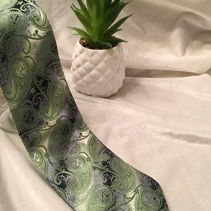 Men's Green & Silver Ferera Classic Neck Tie